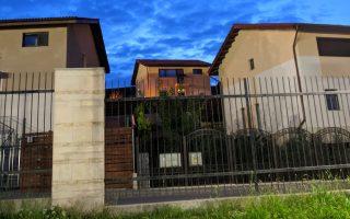 beton lábazati elem és házak